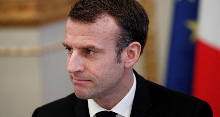 الرئيس الفرنسي إيمانويل ماكرون خلال اجتماع حول موضوع أزمة السترات الصفراء في باريس، 10 ديسمبر/ كانون الأول 2018