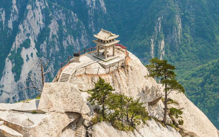 منزل في أعلى قمة جبل هواشان في الصين