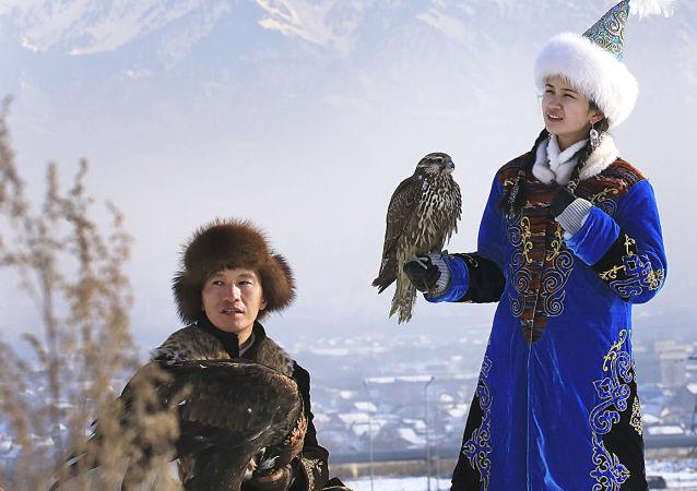 بطولة آسيا للصيد بولسطة طيور الجوارح في العاصمة ألماتا، كزاخستان