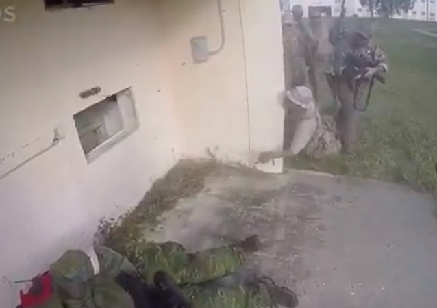 جندي أمريكي كاد أن يقتل زملاؤه بقنبلة يدوية