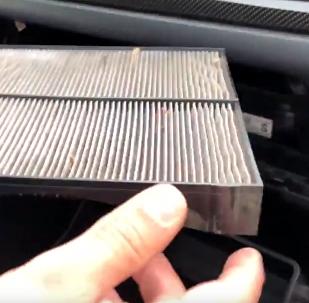 تنظيف فلتر مكيف السيارة