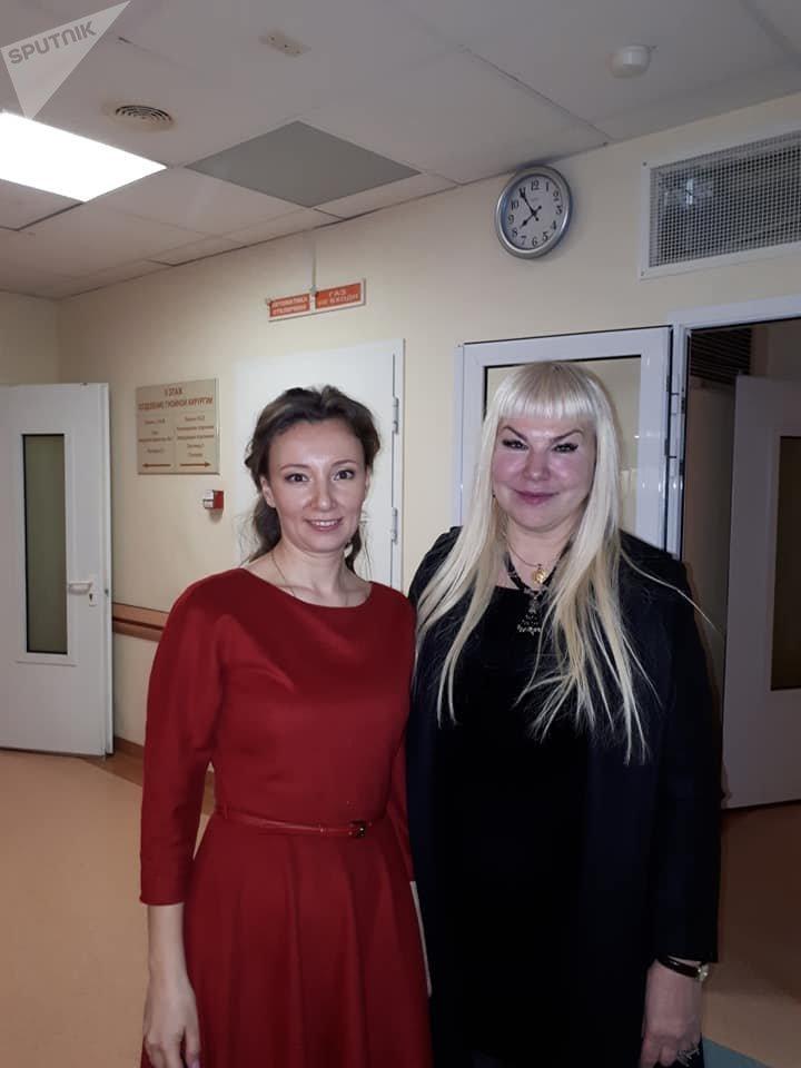 آنا يورفنا كوزنيتسوفا المكلفة لدى إدارة الرئيس بوتين بشؤون حقوق الطفل، ونتاليا ميزنيتسوفا رئيسة صندوق القديس الشهيد فينوفاتيا الإنساني