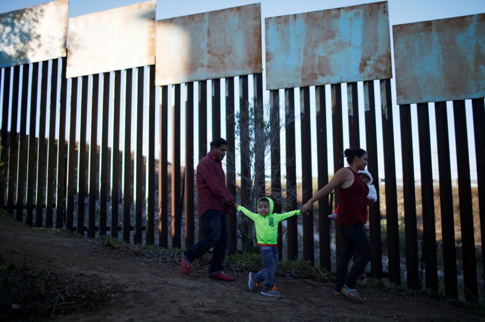 مهاجرون من هندوراس، متجهون من الولايات المتحدة الأمريكية على حدود المكسيك 12 ديسمبر/ كانون الأول 2018