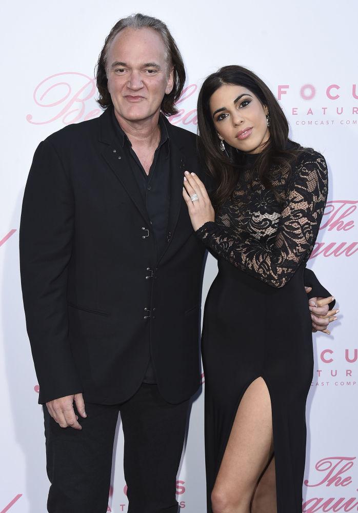 المخرج الشهير كفينتين تارانتينو وعارضة الأزياء والمغنية الإسرائيلية دانيال بيك، تزوجا في نوفمبر/ تشرين الثاني 2018