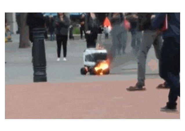 روبوت يحترق في ولاية كاليفورنيا الأمريكية