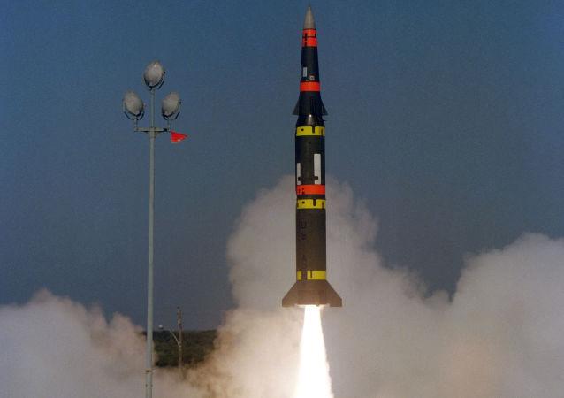 صاروخ أمريكي من طراز بيرشينغ 2