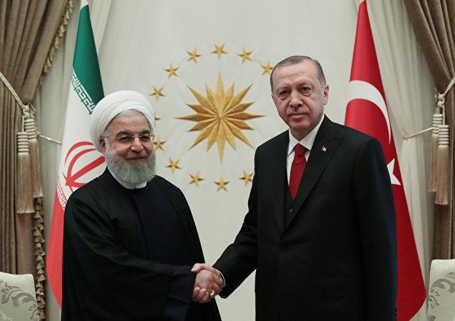 الرئيس التركي رجب طيب أردوغان يستقبل الرئيس الإيراني حسن روحاني في أنقرة
