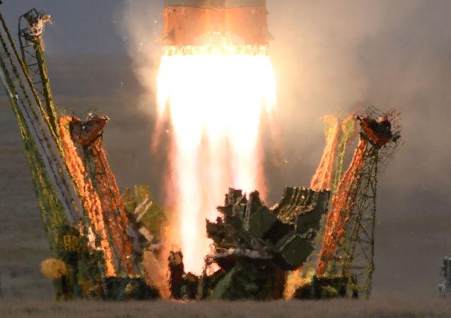 إطلاق صاروخ ناقل سويوز - إف غا تابعة لـ روس كوسموس الروسية من محطة بايكونور