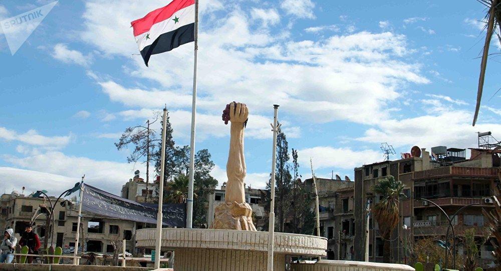 وفد فرنسي يجول في أقبية التعذيب والسجون التي خلفها إرهابيو دوما قرب دمشق