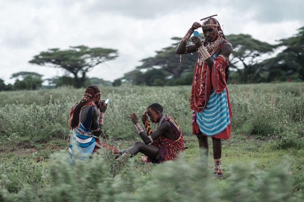 محاربو مساساي في كينيا، يستعدون لحدث رياضي أولمبياد ماساي في كيمانا، بالقرب من الحدود مع تنزانيا 15 ديسمبر/ كانون الأول 2018