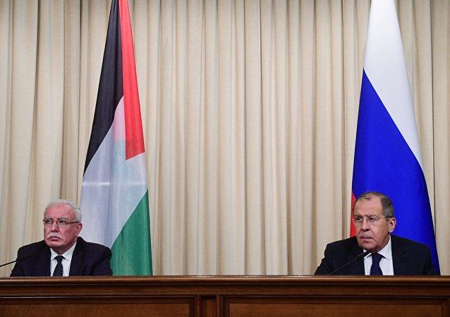مؤتمر صحفي مشترك مع نظيره الفلسطيني رياض المالكي في موسكو