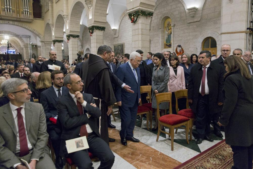 الرئيس الفلسطيني محمود عباس في قداس عيد الميلاد في بيت لحم