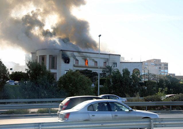 تفجير مقر وزارة الخارجية الليبية في طرابس
