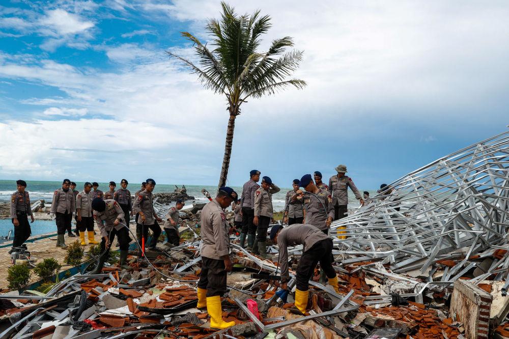 آثار التسونامي في إندونيسيا