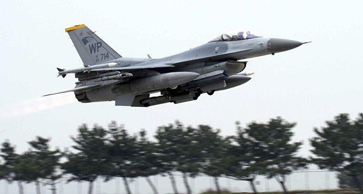 طائرة قتالية من طراز إف-16