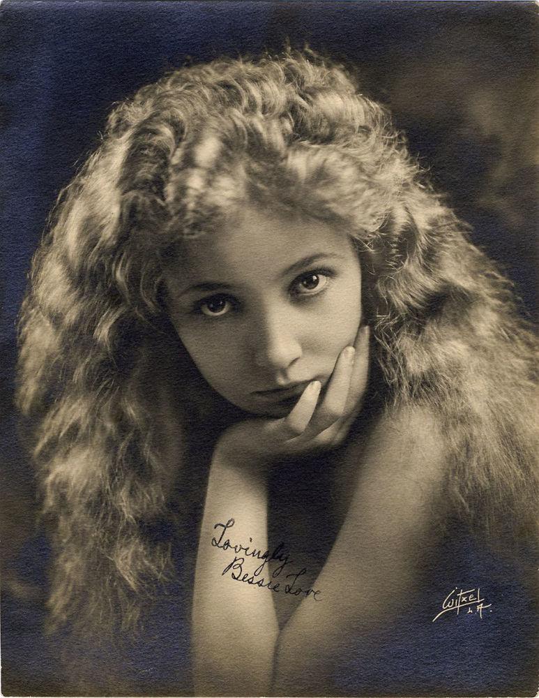 الممثلة الأمريكية للسينما الصامتة بيسي لاف، عام 1920