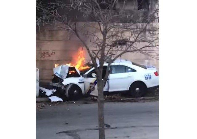 سيارة شرطة أمريكية تحترق