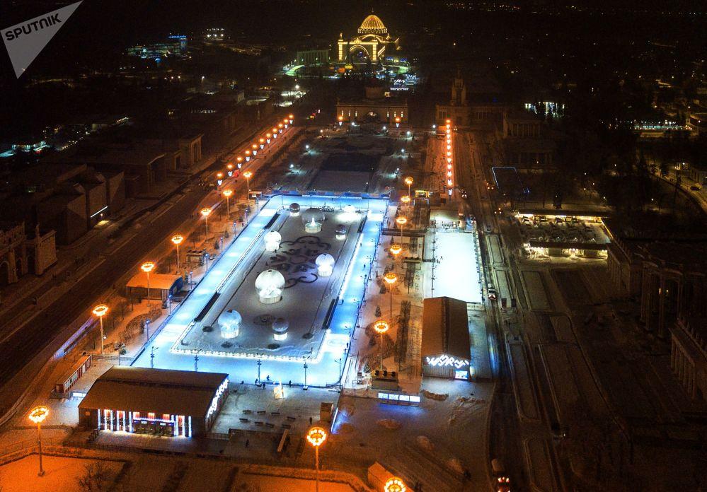 حلبة التزلج في مركز معارض عموم روسيا في موسكو