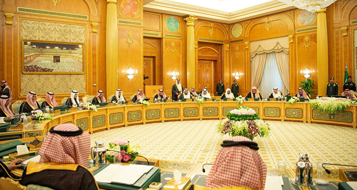 الملك السعودي سلمان بن عبد العزيز آل سعود يحضر اجتماع ميزانية 2019 في الرياض