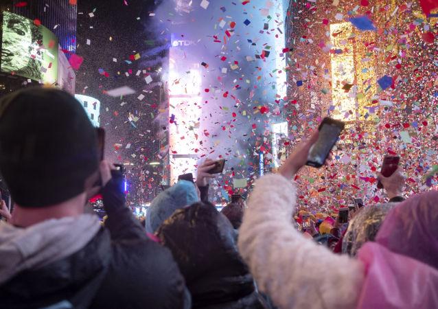 الاحتفال بعيد رأس السنة في ميدان التايمز، نيويورك