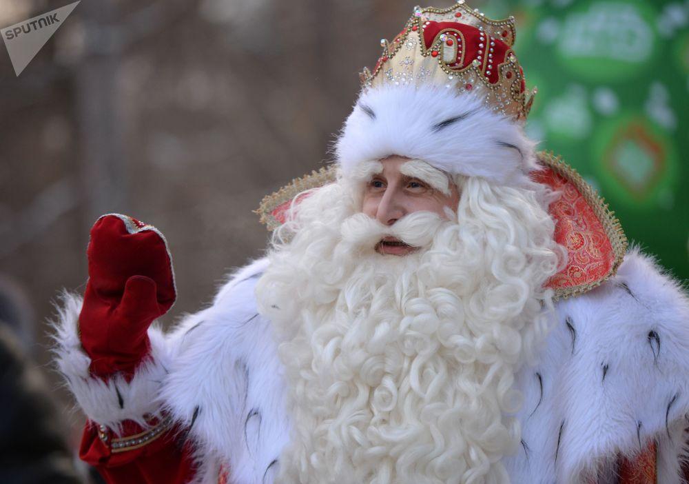 بابا نويل الروسي في مدينة يكاترينبورغ الروسية
