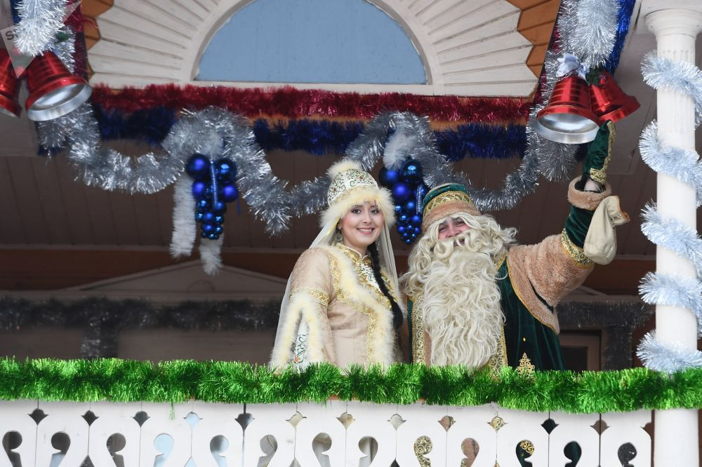 بابا نويل تتاري مع ابنته