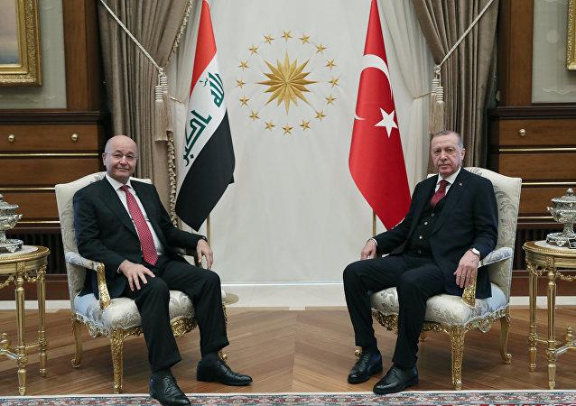 الرئيس التركي رجب يب أردوغان، مع الرئيس العراقي برهم صالح خلال زيارته الأخير إلى أنقرة