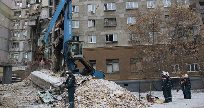 عمليات انتشال ضحايا المبنى في ماغنيتاغورسك