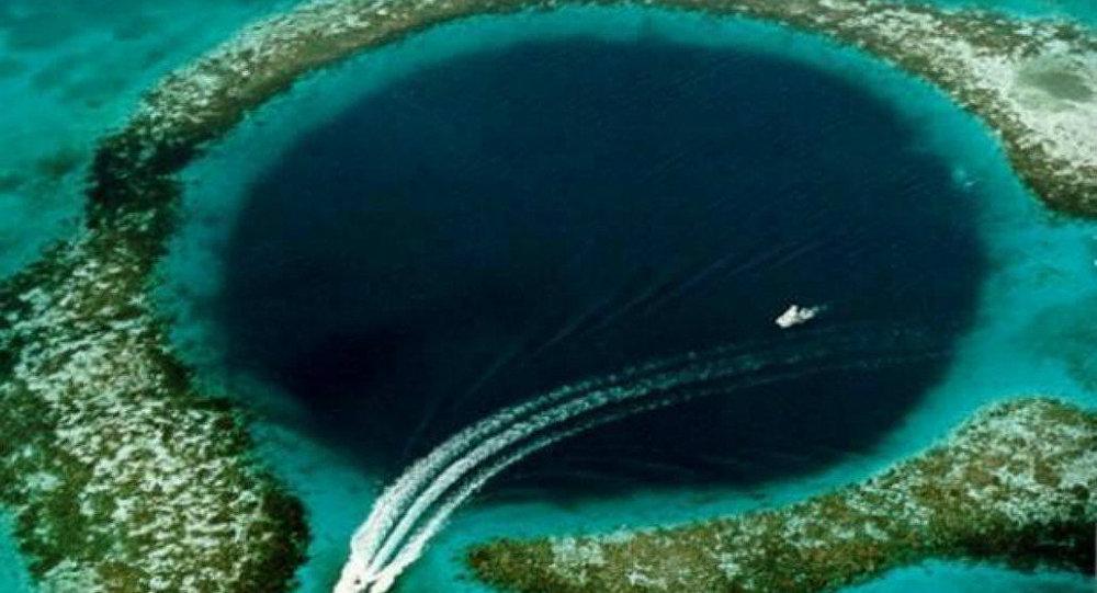 الحفرة الزرقاء العظيمة في دولة بليز، البحر الكاريبي