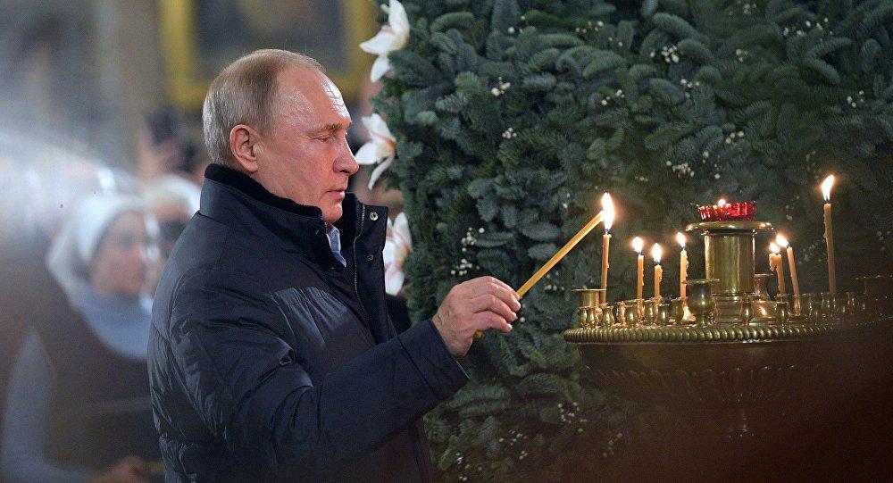 الرئيس الروسي فلاديمير بوتين في قداس عيد الميلاد