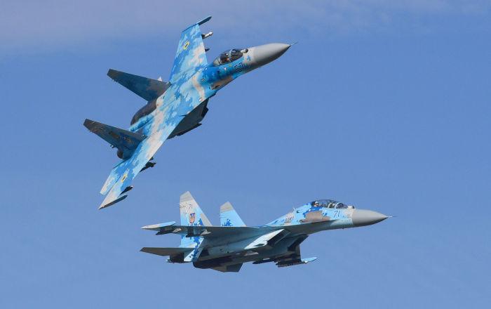 مقاتلات أوكرانية ترافق طائرات أمريكية فوق البحر الأسود