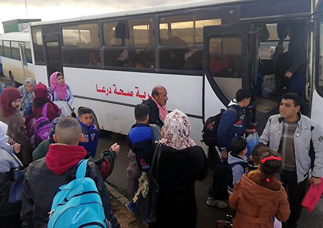 7000 لاجئ سوري عادوا من مخيمات الأردن منذ افتتاح معبر نصيب