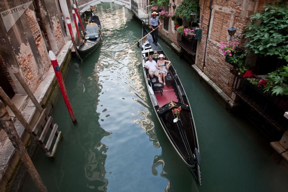 قناة في مدينة البندقية، إيطاليا