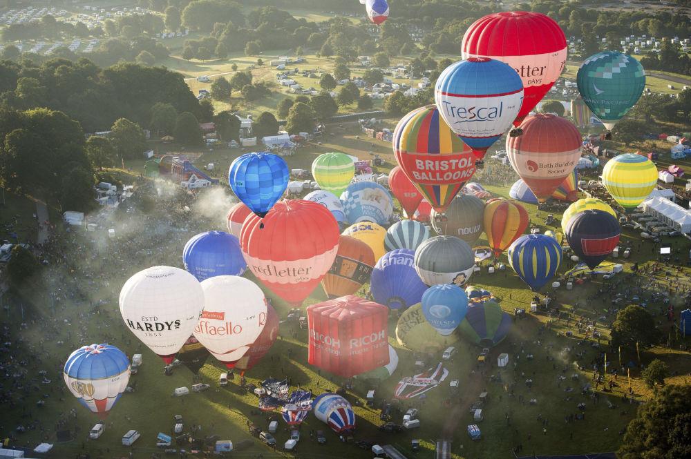 مهرجان للمناطيد الهوائية في أشتون كورت، بريستول، إنجلترا