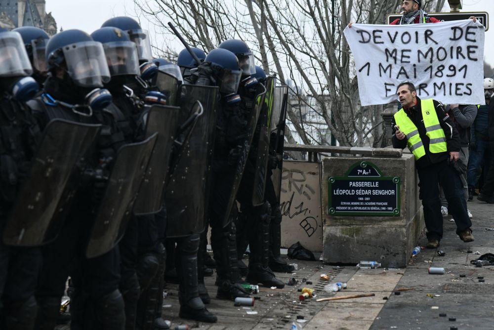 استمرار احتجاجات السترات الصفراء في باريس، فرنس