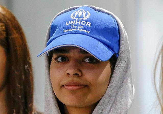 الفتاة السعودية الهاربة رهف محمد القنون، فور وصولها إلى كندا