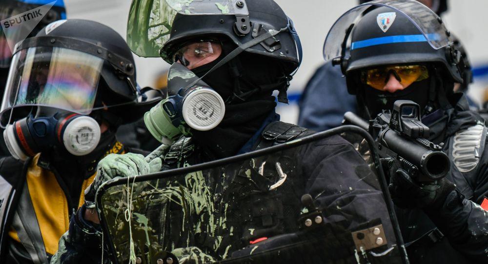 استمرار احتجاجات السترات الصفراء - الشرطة الفرنسية تفرق المتظاهرين في باريس، يناير/ كانون الثاني 2019