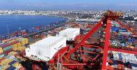 حاويات البضائع في ميناء اللاذقية السوري