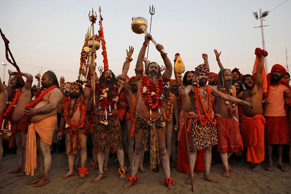 جانب من الاحتفالات في مهرجان ماها كومبه ميلا