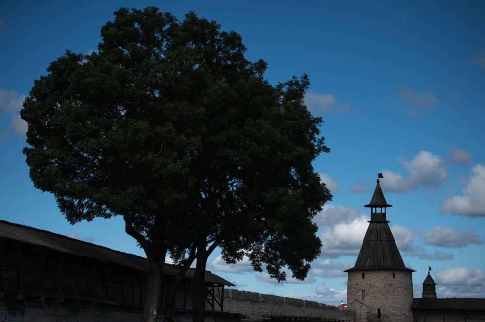 البرج الشمالي لكرملين بسكوف