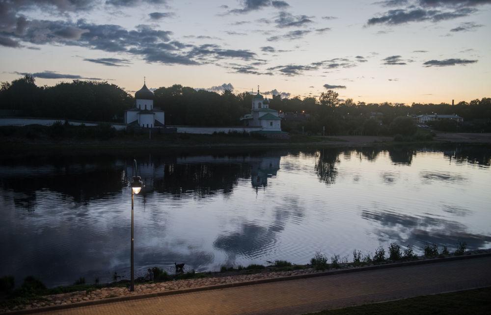 ضفة نهر فيليكايا في مدينة بسكوف