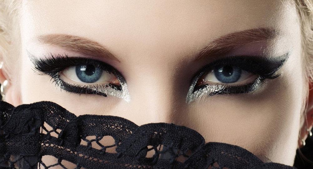 عيون جميلة
