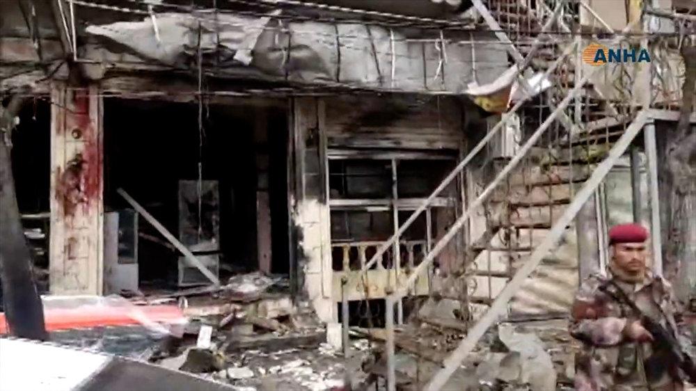 صورة مأخوذة من شريط فيديو نشرته وكالة هاوار للأنباء (ANHA) في 16 يناير 2019 تظهر آثار هجوم انتحاري في مدينة منبج السورية الشمالية
