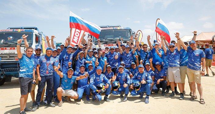 الفريق الروسي الفائز في رالي داكر... كاماز – ماستر