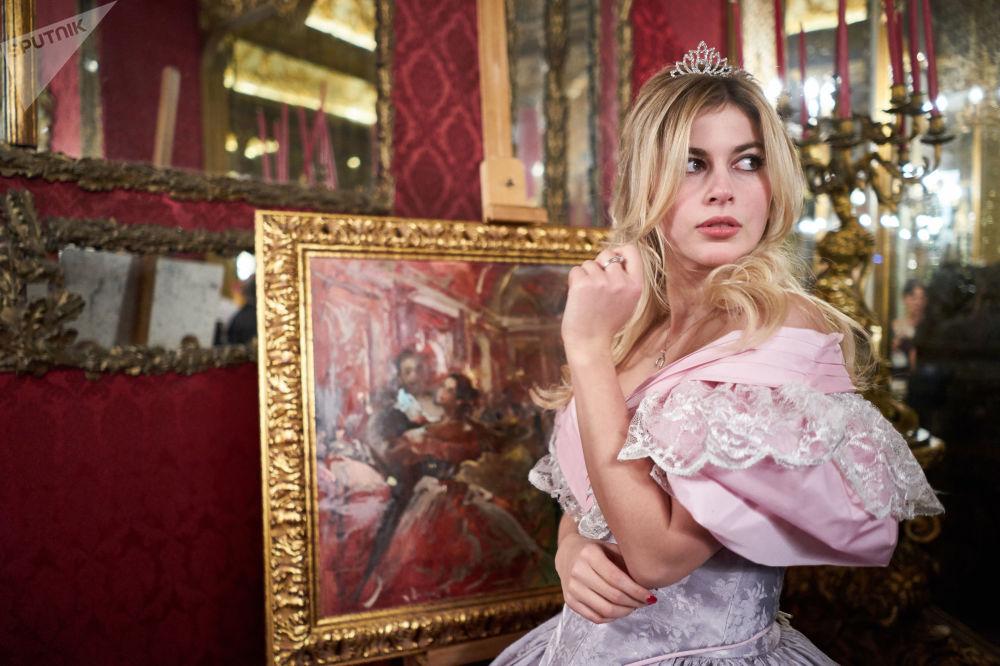 إحدى المشاركات في الحفل السابع لرقص القاعات الكبير في روما، مكرسة لذكرى الملحن الروسي تشايكوفسكي