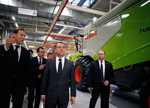 رئيس وزراء روسيا دميتري ميدفيديف يزور مصنع الآلات في مدينة كراسنودار