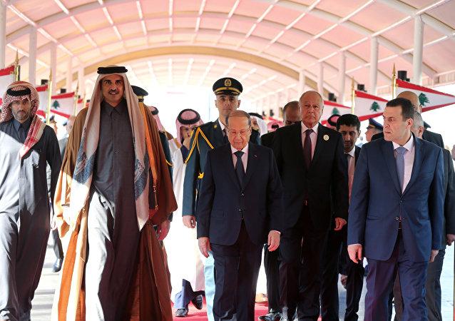 ميشيل عون وأمير قطر في القمة العربية الاقتصادية