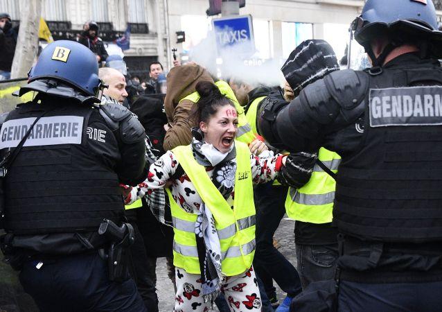 اعتقال المتظاهرين  في باريس
