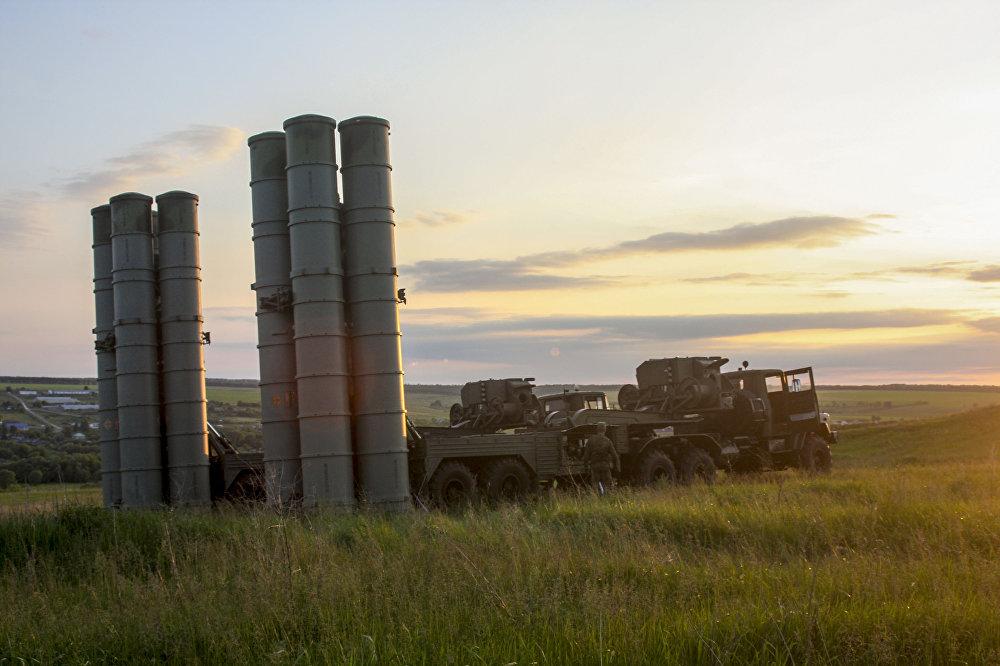 مجموعة الدفاع الجوي الصاروخية إس-300