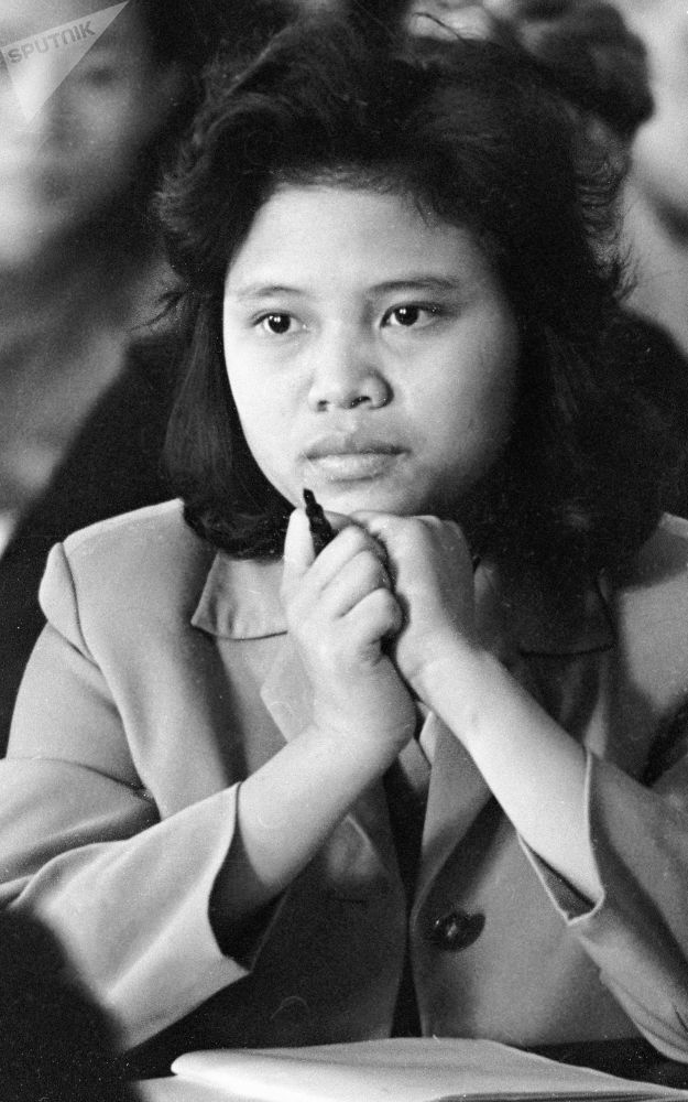 الطالبة نغوين تخي خوا، أول فتاة من فيتنام، التي دخلت جامعة موسكو لتشييد الطرق (جامعة موسكو الدولية للإنشاء والتعمير: مادي)